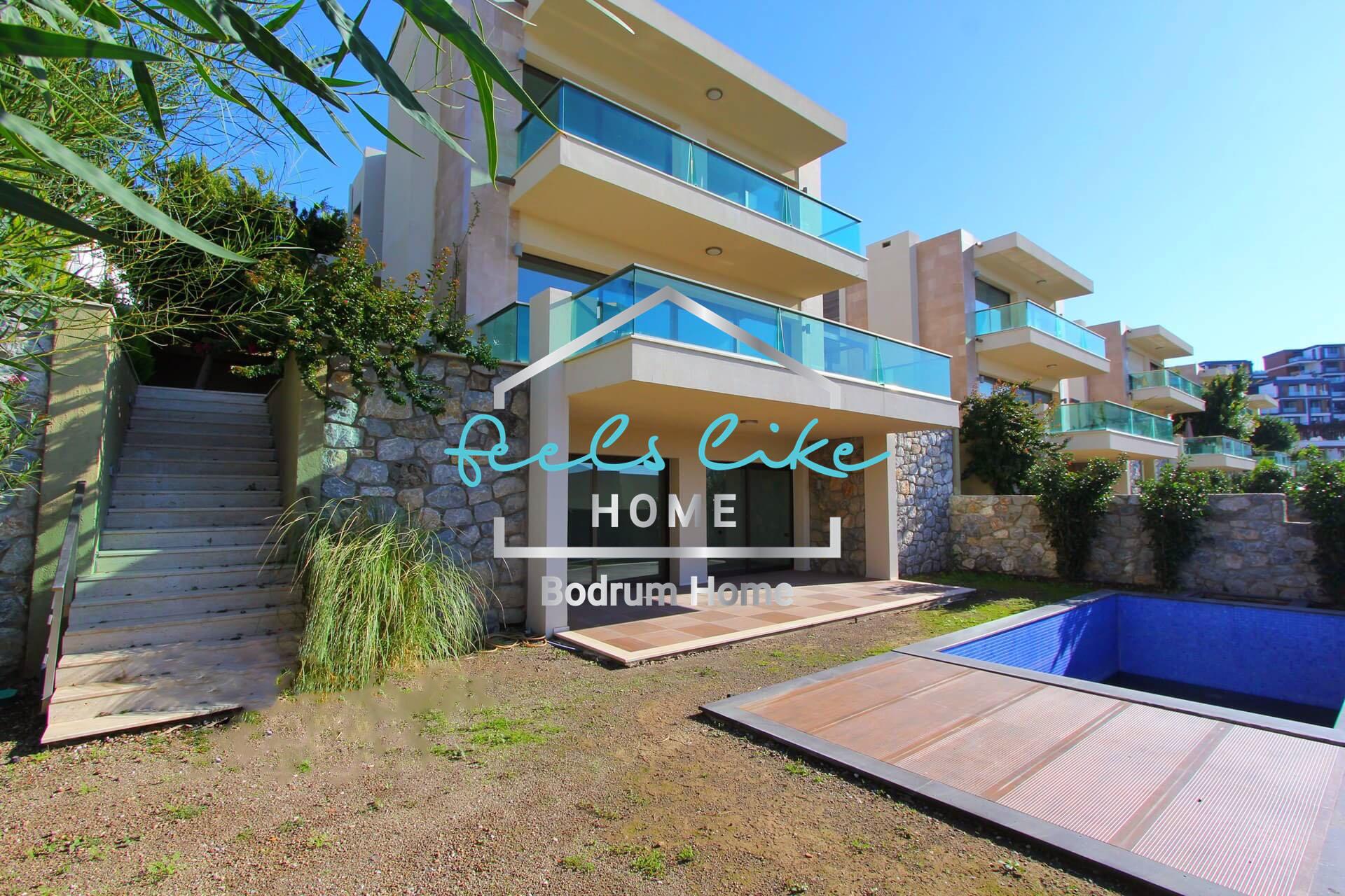 Bodrum Marina'ya yakın Satilik Deniz Manzaralı Sıfır 5+2 Tripleks Villa